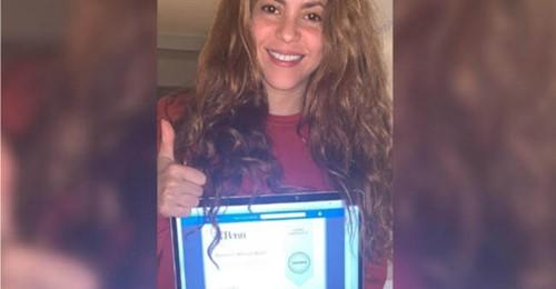 Shakira aprovecha la Cuarentena y se gradua de filosofía antigua y compartió el logro con seguidores